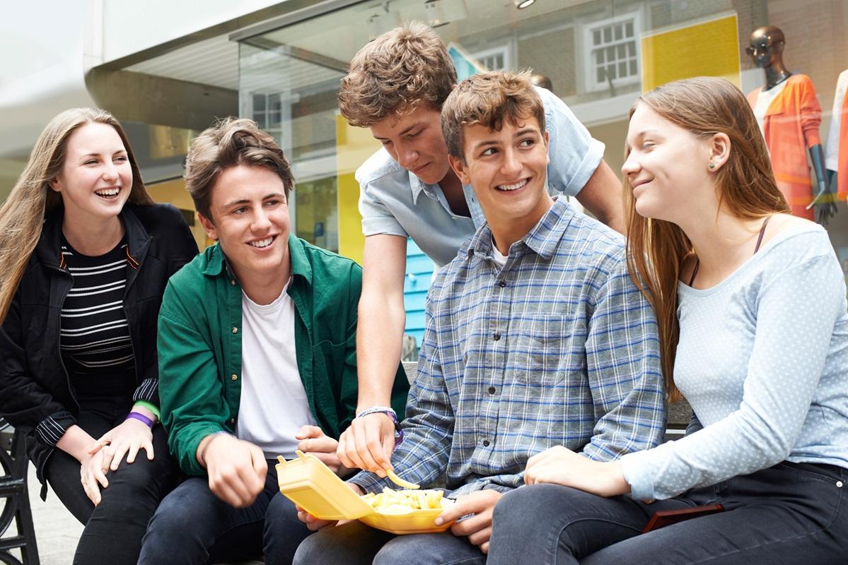 Gruppe af unge mennesker