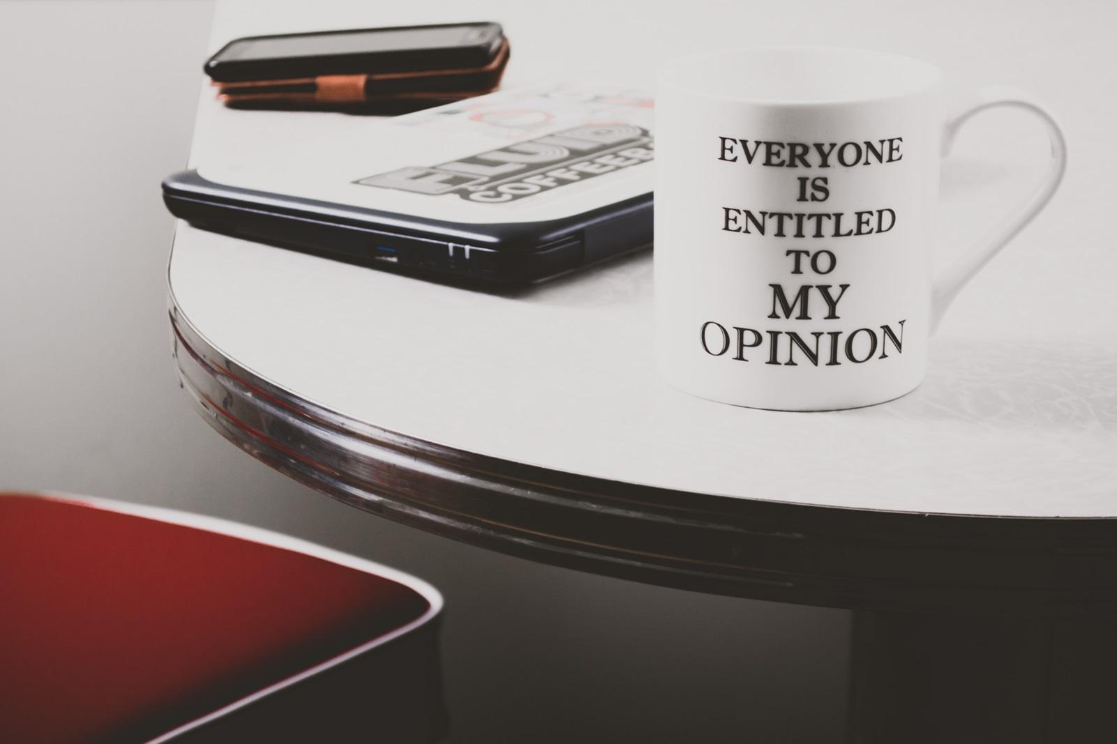 """Kop med teksten """"Alle har ret til min mening"""""""